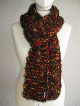 Cool trend-y lady-scarf with color-securities