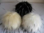Fake fur pompon with highlights and pushbutton
